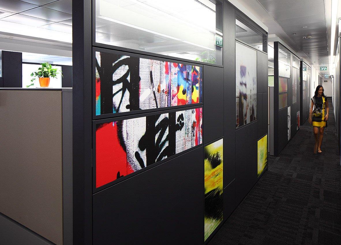מסדרון ומרחב עבודה במשרדי מלאנוקס