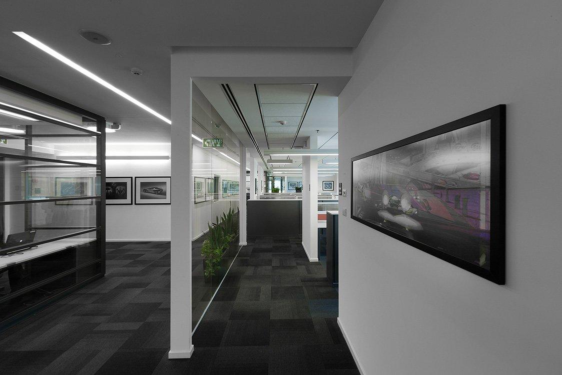 עיצוב מסדרון בחברת גנרל מוטורס