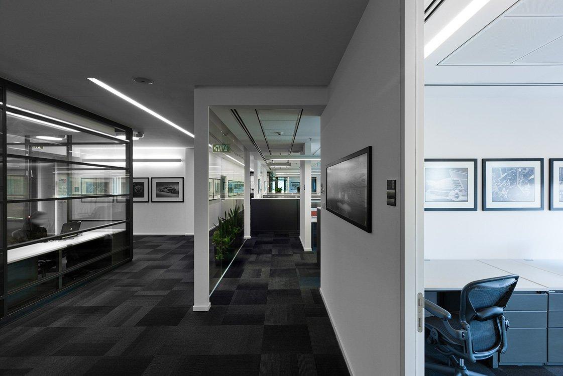 עיצוב חדרים בתוך משרד של גנרל מוטורס