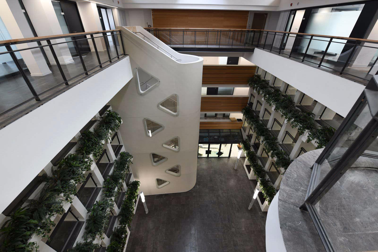 עיצוב מסחרי בבניין ציבורי