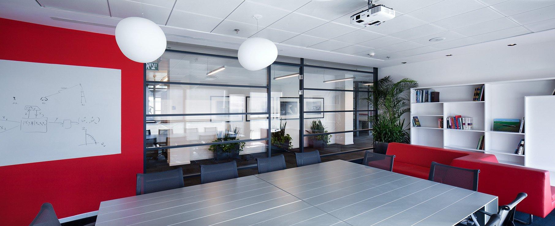 עיצוב משרד מודרני לחדר ישיבות