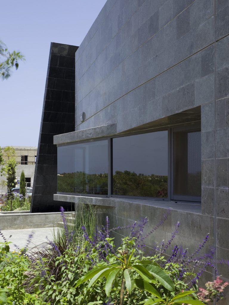 עיצוב אדריכלי מודרני לבית R, קיסריה