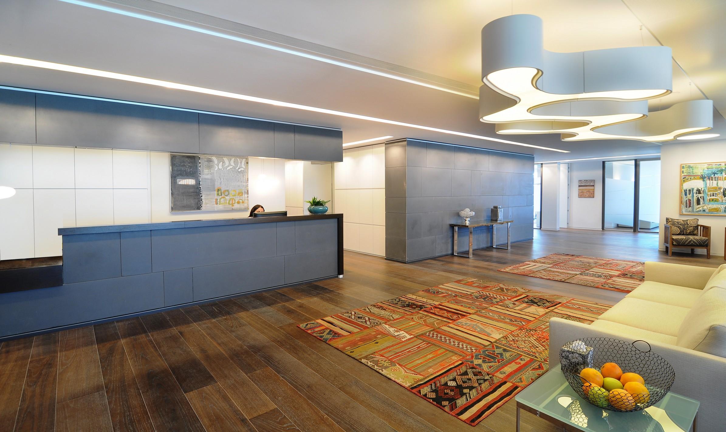 כניסה ראשית בגלובל וילג - תכנון של דונסקי אדריכלים