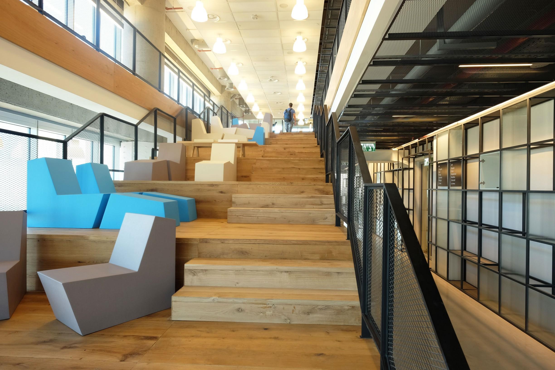 עיצוב משרדי היי טק לגוגל ו - וויז