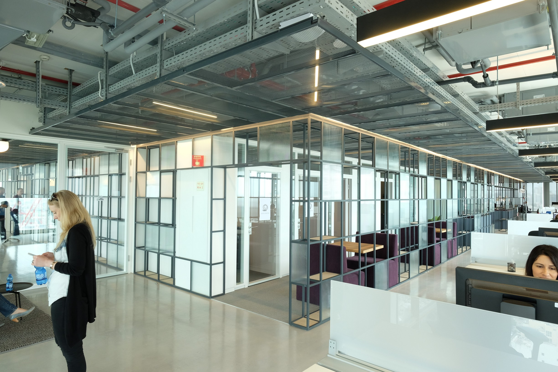עיצוב משרד מודרני לגוגל ווויז