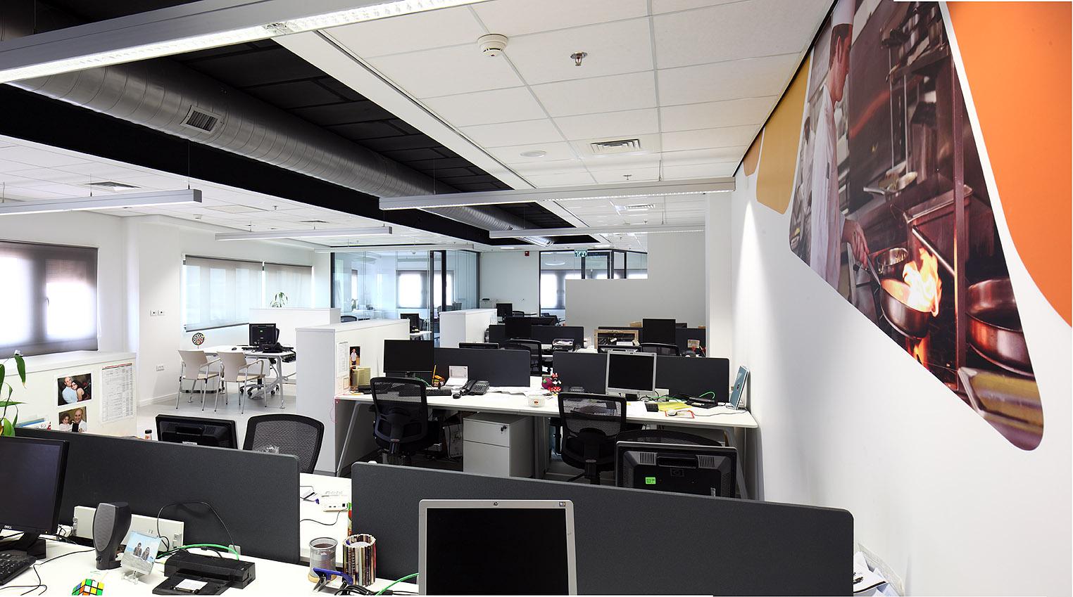 שולחנות עבודה במשרדי יוניליבר